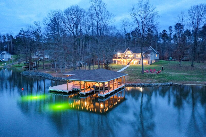 Lake Anna Waterfront Home w/2 Acres & Covered Dock, holiday rental in Bumpass