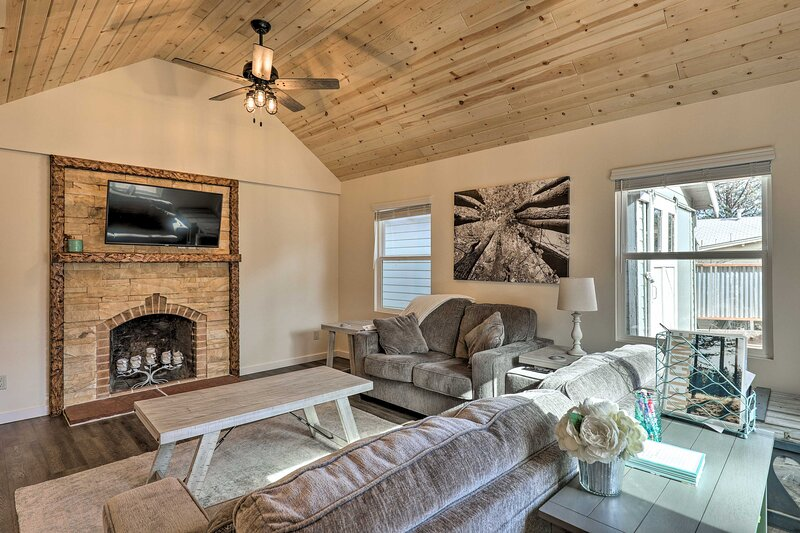 NEW! Modern Home w/ Deck: 2 Mi to Courthouse Plaza, casa vacanza a Skull Valley