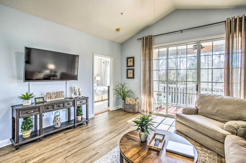 NEW! N Myrtle Beach Condo in Barefoot Golf Resort!, holiday rental in Arcadian Shores