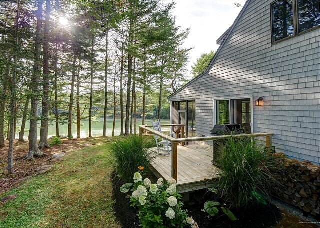 Over looking a Cove on the Wessaweskeag River, enjoy the ever changing scene., vacation rental in South Thomaston