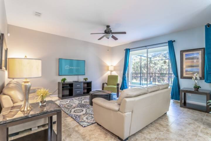 Airy and Spacious Main Living Area w/Flat Screen TV and Pool Access - Newly Remodeled