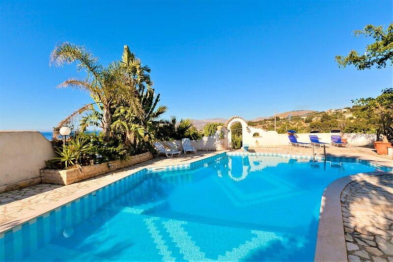 Villa Le Palme con piscina, vacation rental in Tonnara di Bonagia