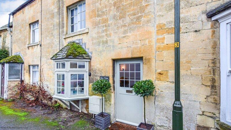 Bay Tree Cottage, Moreton-in-Marsh, Cotswolds - sleeps 5 guests  in 3 bedrooms, vacation rental in Longborough