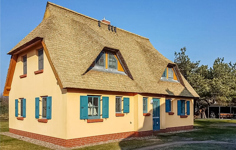 Nice apartment in Wustrow with 1 Bedrooms (DMK770), location de vacances à Ostseebad Wustrow