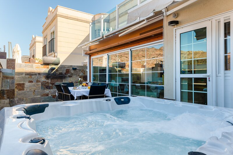 Luxury Apartment With Jacuzzi and Pool Access, casa vacanza a Portorico