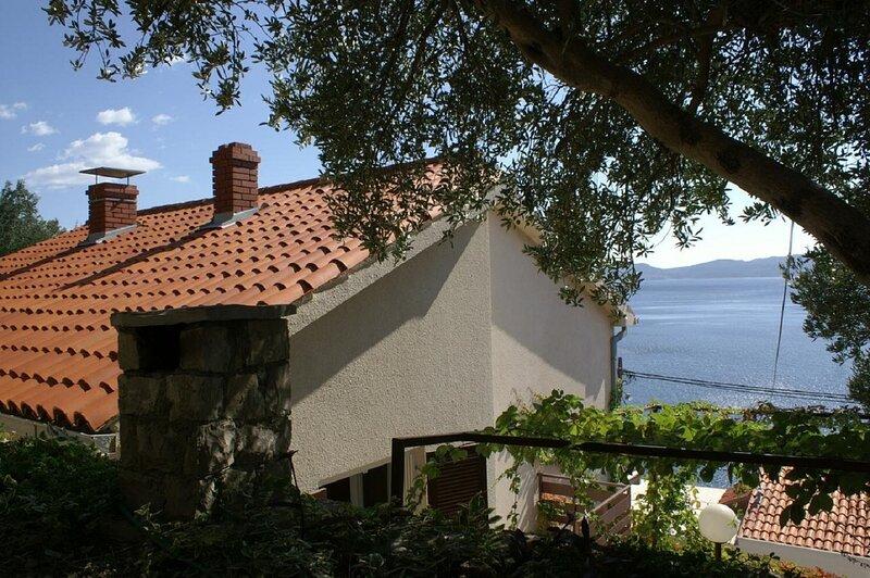 Mirja - only 50 m from sea: A2(4+1) - Pisak, location de vacances à Pisak