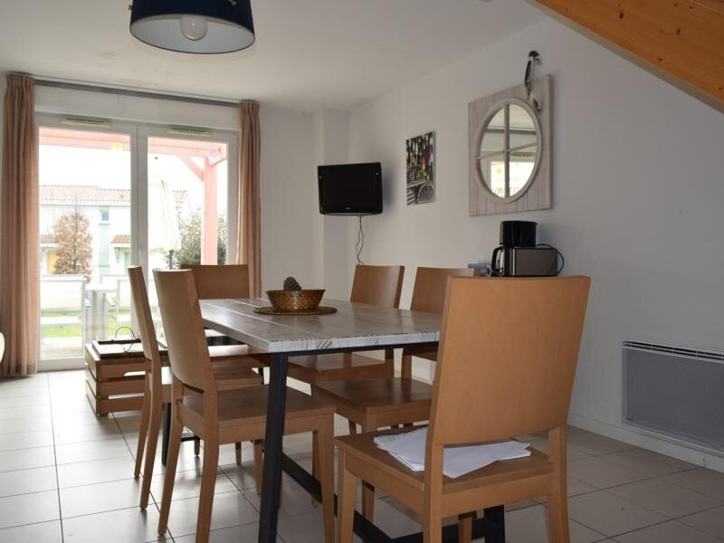 maison dans village vacances avec piscine collective, vacation rental in Bourgenay