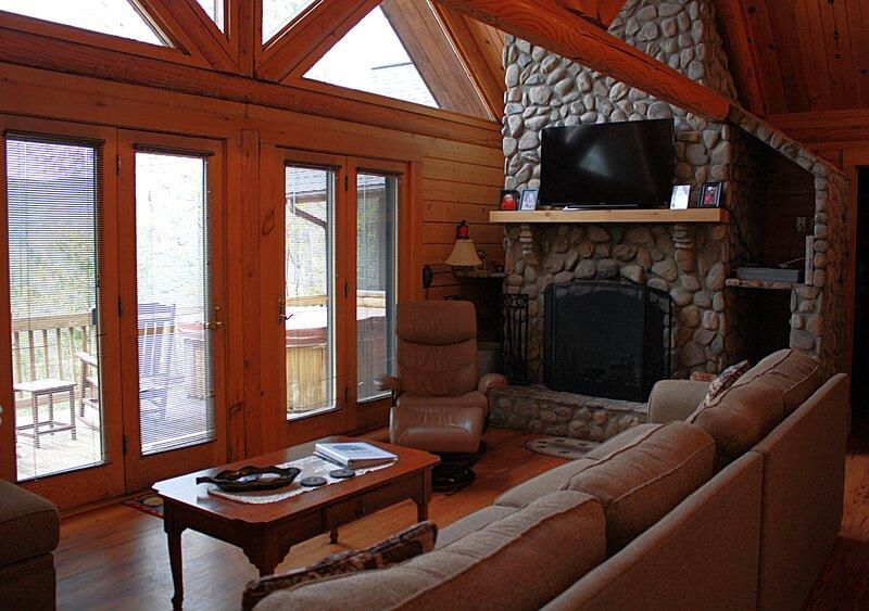 Black Bear Lodge, holiday rental in Deep Gap