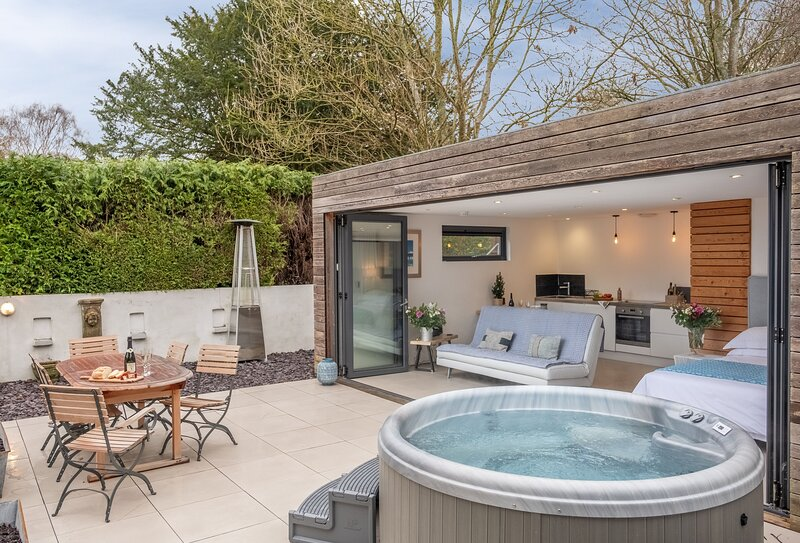 1 Church Cottages & Garden Room, holiday rental in Mells