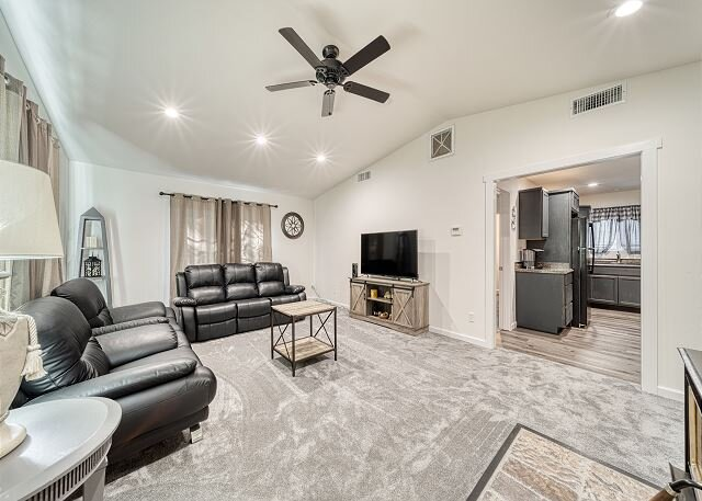 Updated Basecamp | New Kitchen & Private Backyard | Gas Grill & Firepit, holiday rental in Pollock Pines