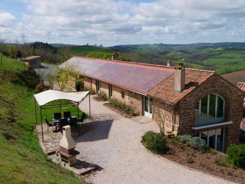 Location Gîte Saint-Juéry, 3 pièces, 4 personnes, vacation rental in Curvalle