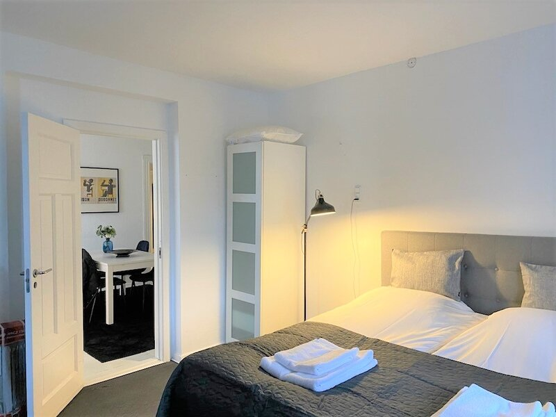 Fantastic three-bedroom apartment in Copenhagen Osterbro, holiday rental in Gentofte Municipality