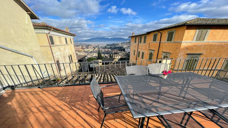 Terrazza Duomo, car unnecessary, 2 terraces-fantastic views, Spoleto CENTRE,, vacation rental in San Gregorio