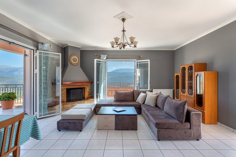 Fotis....3-Bedroom  Apartment with panoramic views, holiday rental in Lakithra