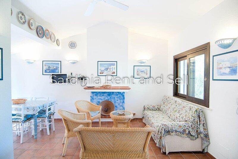 Chia, Villa Acquamarina, 6 persone, 150 metri dal mare, aria condizionata, holiday rental in Chia