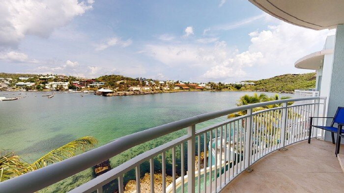 SPINNAKER #1432... Oceanfront at Oyster Bay Beach Resort on Dawn Beach, holiday rental in Oyster Pond