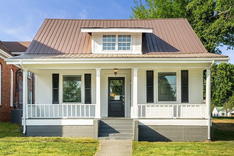 Charming Historic Cottage in Dayton, location de vacances à Riceville