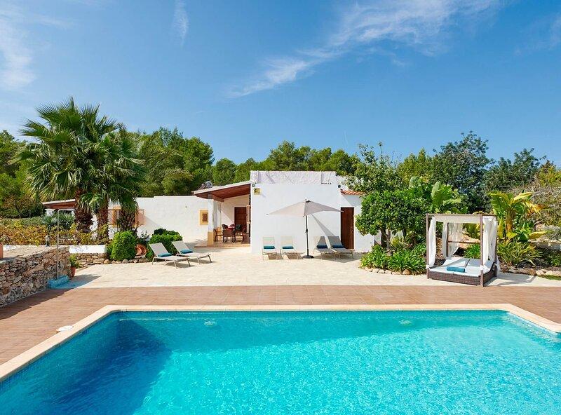 Villa Sa Cuina Ibiza - iHouseibiza rental house for 8 people Pool and bbq, aluguéis de temporada em San Rafael