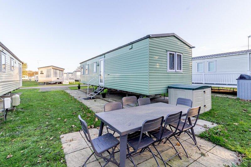 Great 8 berth caravan nearby the beautiful Gorleston beach in Norfolk ref 70549C, holiday rental in Fritton