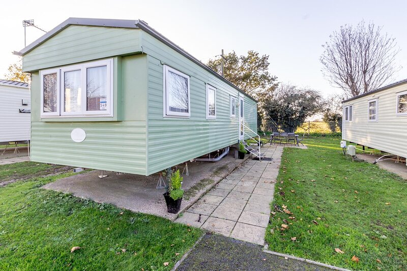 Great 8 berth caravan nearby the beautiful Gorleston beach in Norfolk ref 70549C, holiday rental in Haddiscoe
