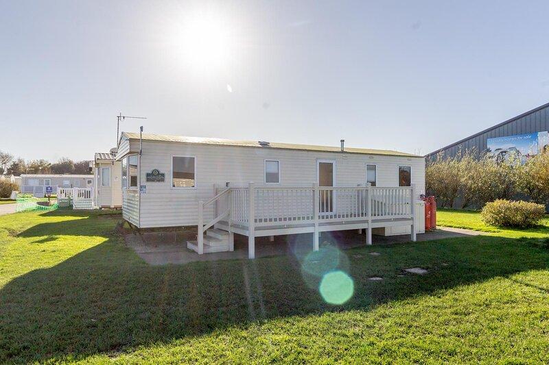 8 berth caravan at Broadland Sands Holiday Park in Suffolk ref 20136BS, location de vacances à Corton