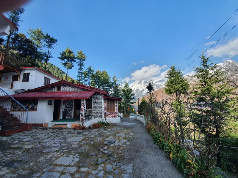 Dream Mountain Resort - Family Suite with Porch, vakantiewoning in Chamoli District