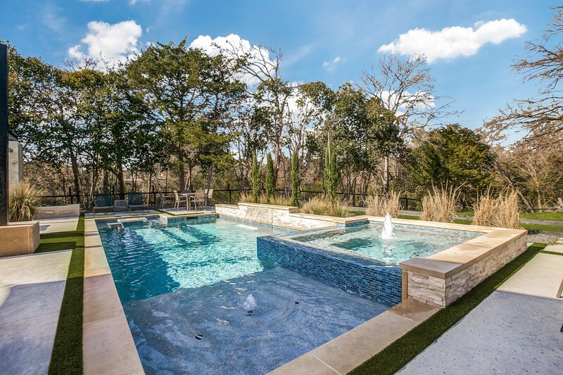 Tranquility in the City : Luxurious Pool & Spa, holiday rental in Rockwall