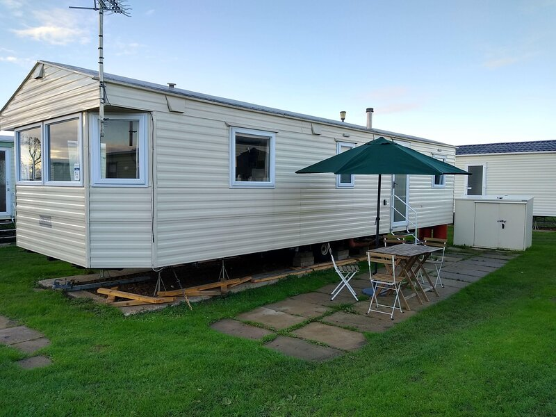 Superb 8 berth caravan for hire at Heacham holiday park in Norfolk ref 21014E, holiday rental in Heacham