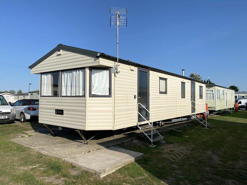 4 bed, 10 berth mobile home at St Osyth, Clacton-on-sea, Essex ref 28132GC, location de vacances à Little Clacton