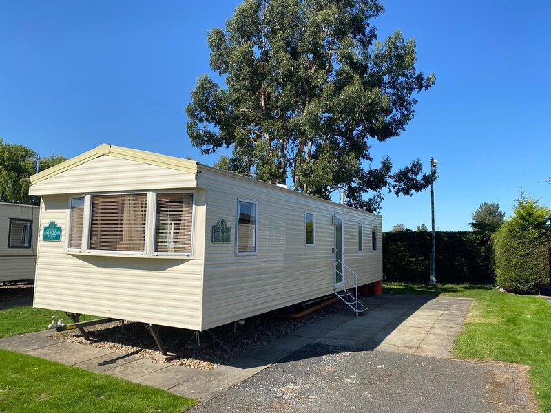 Superb 8 berth caravan for hire at Southview Holiday Park in Skegness ref 33036S, location de vacances à Wainfleet All Saints