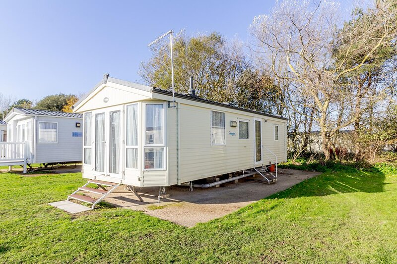 6 berth caravan for hire at Broadland Sands Holiday Park in Suffolk ref 20329BS, holiday rental in Corton