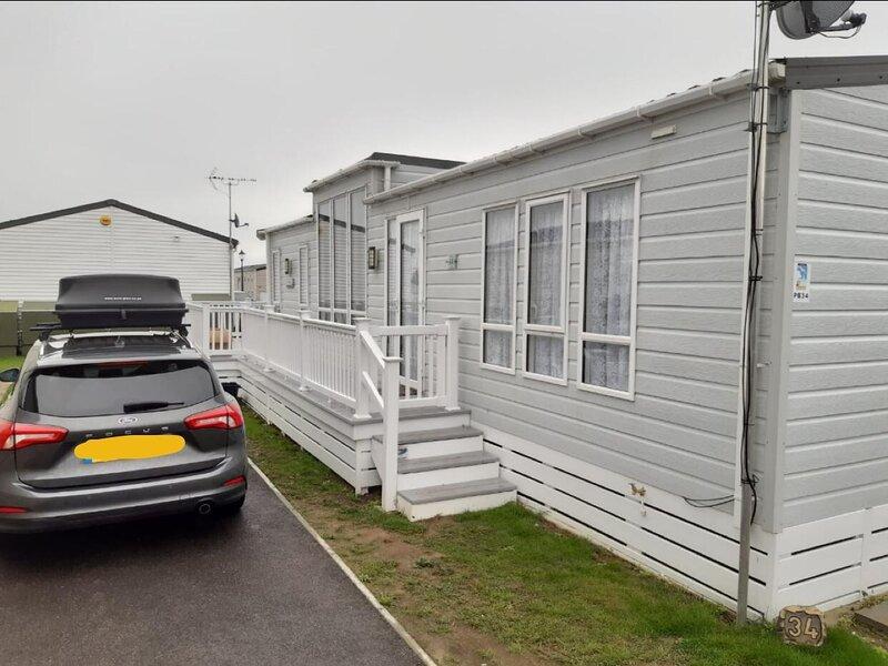 Luxury caravan at Seaview Holiday Park in Kent ref 47034PB, holiday rental in Herne