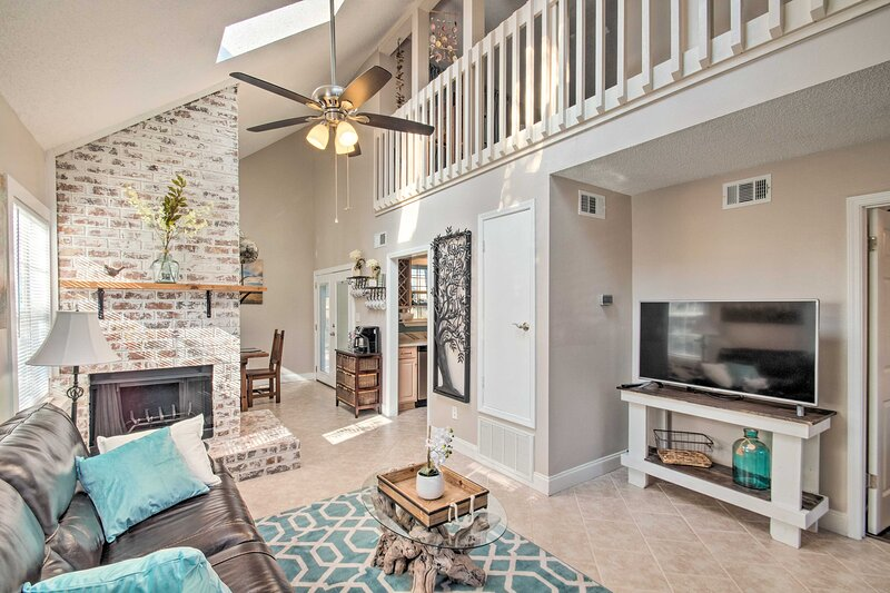 NEW! Pensacola A-Frame Retreat Near Beaches + Dtwn, vacation rental in Pace