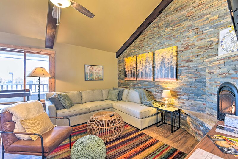 NEW! Newly Built Condo < 2 Mi to Angel Fire Resort, vacation rental in Eagle Nest