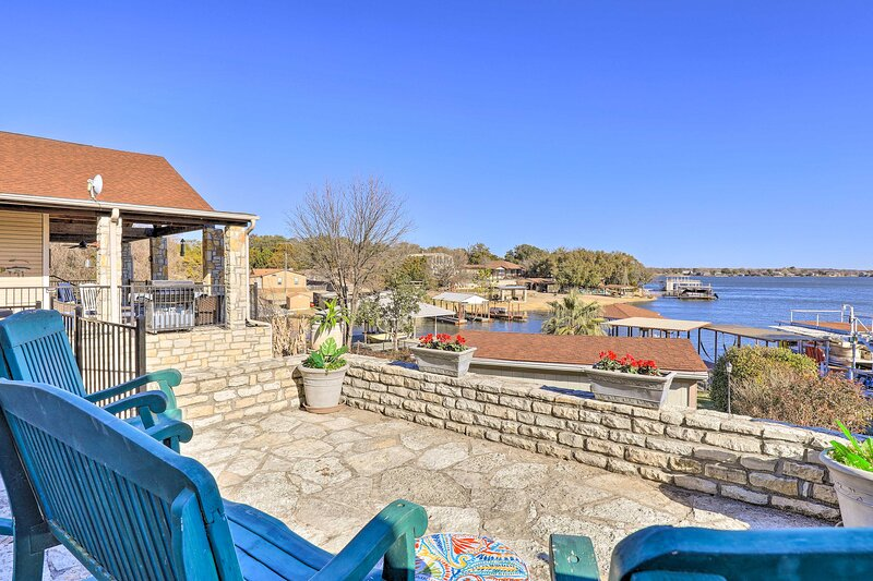 NEW! Waterfront Home on Private Lake Granbury Cove, vacation rental in Godley