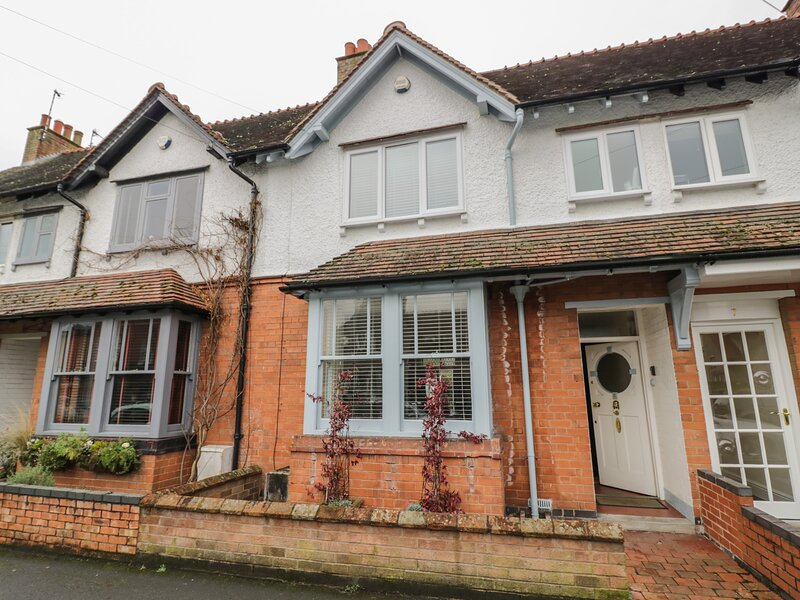 5 ALBANY ROAD, sun room, one dog welcome, in Stratford-upon-Avon, vacation rental in Welford on Avon