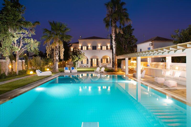 Elysian Villa Spetses - Luxury Mansion with staff, private chef & huge pool, alquiler vacacional en Islas de Golfo Sarónico
