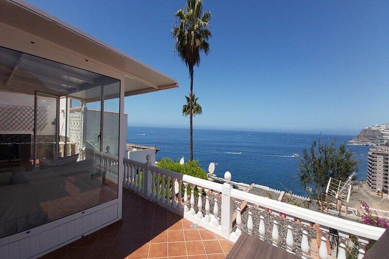 Sunset Balcony with Ocean Views and pool access, aluguéis de temporada em Patalavaca