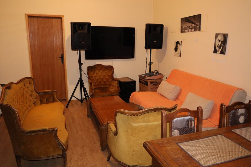Central Spacious Penthouse, holiday rental in Dorcol