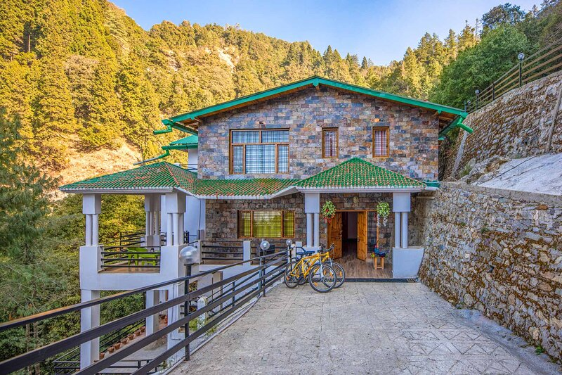 Villa Clouds Haven by Vista Rooms, holiday rental in Ranikhet