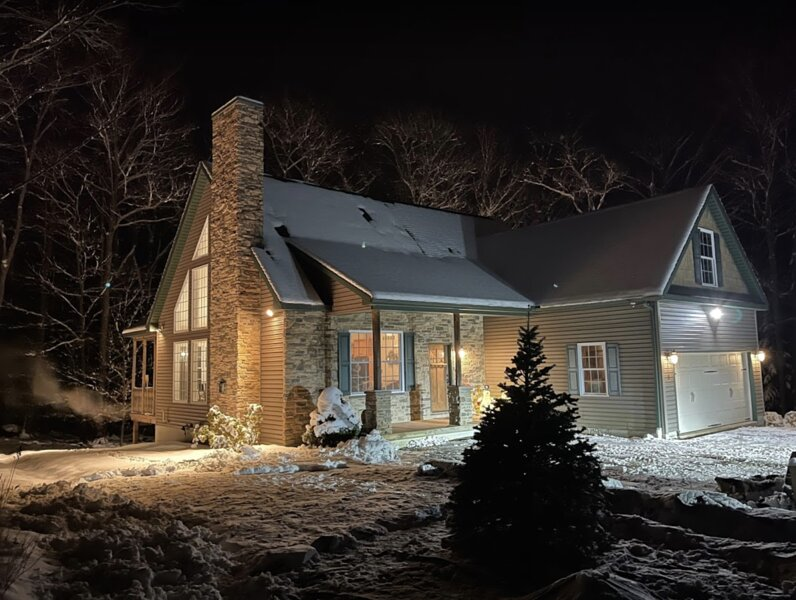 Luxury Pocono Cabin with Sauna,Hot tub,Marble Bathrooms,Fire Pit and hudge deck, holiday rental in Pocono Mountains Region