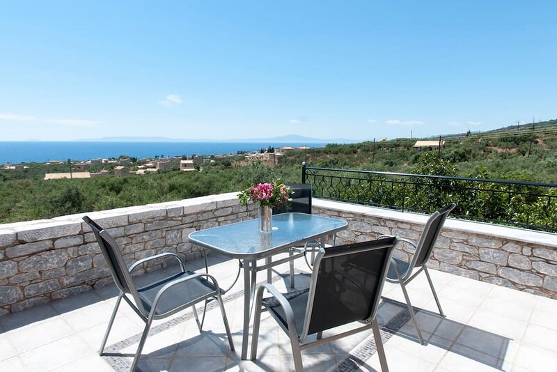 Spacious Villa Stunning Seaview - Perfect Location, aluguéis de temporada em Agios Dimitrios
