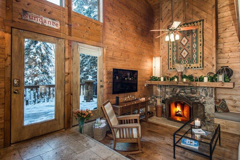 On the Stream, Large Deck, Hot Tub, Short Walk to Resort, casa vacanza a Sundance