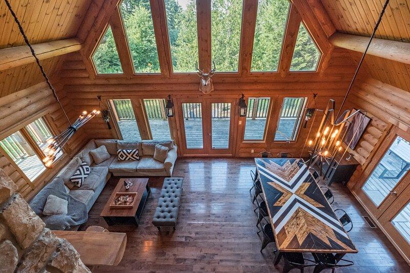 Chalet Tarzan - Log Cabin/ Spa/ Nature/ Near MontTremblant, vakantiewoning in Nominingue