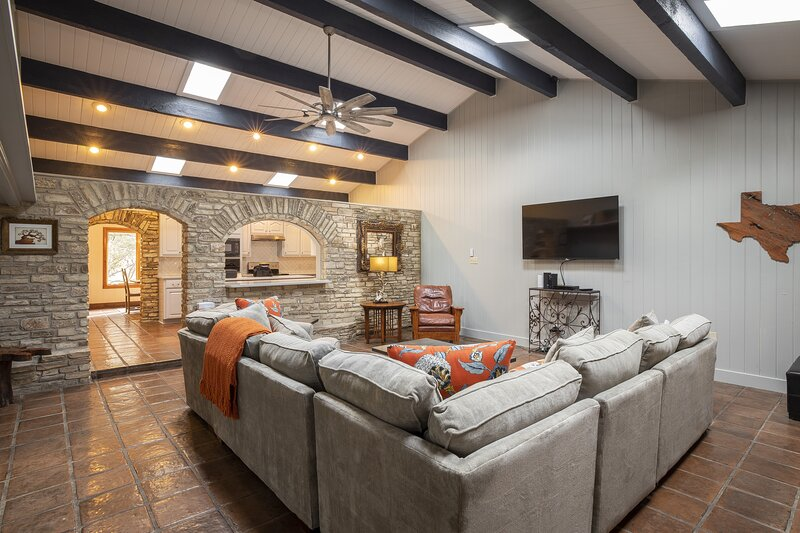 DEEP WATER ON THE BLANCO, vacation rental in San Marcos