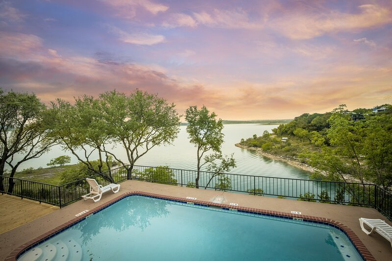 SERENITY POINT ON CANYON LAKE, casa vacanza a Spring Branch