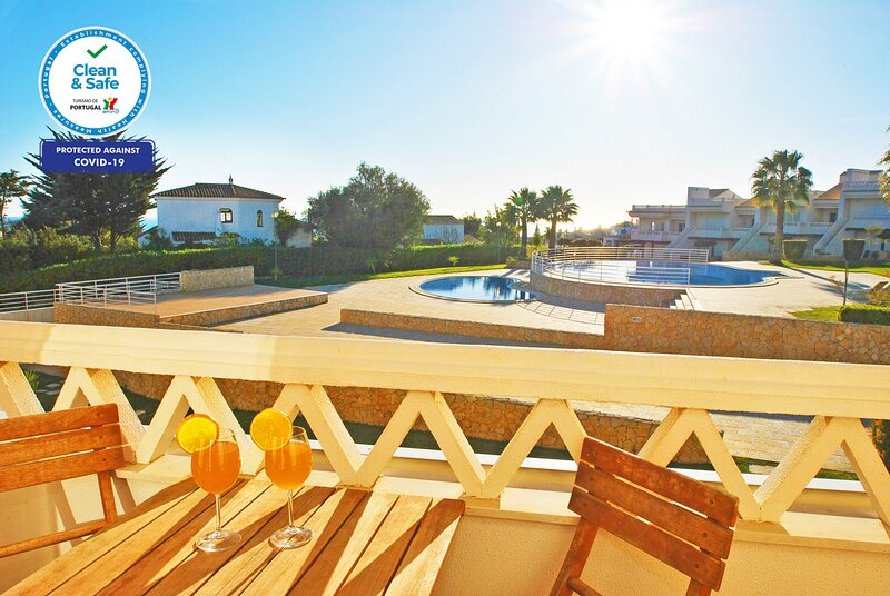 Mar 2 - LUXURY TOWNHOUSE STUNNING SEA VIEW, AIR CON, SWIMMING POOL, vacation rental in Calvana