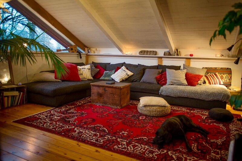 Captivating 3-Bed Villa in Stjärnsund, holiday rental in Forsbo
