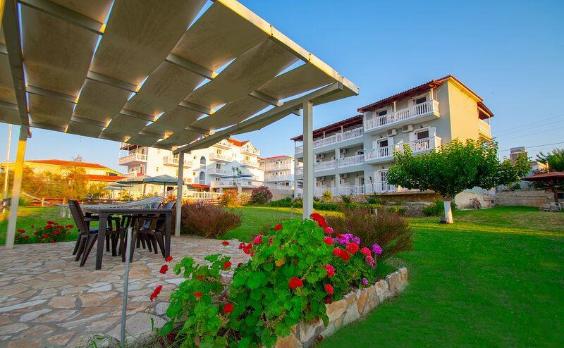 Baywatch Apartment 3, holiday rental in Ammoudi