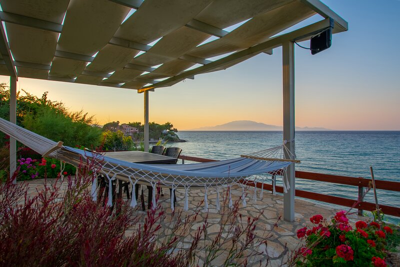 Baywatch Apartment 5, holiday rental in Ammoudi